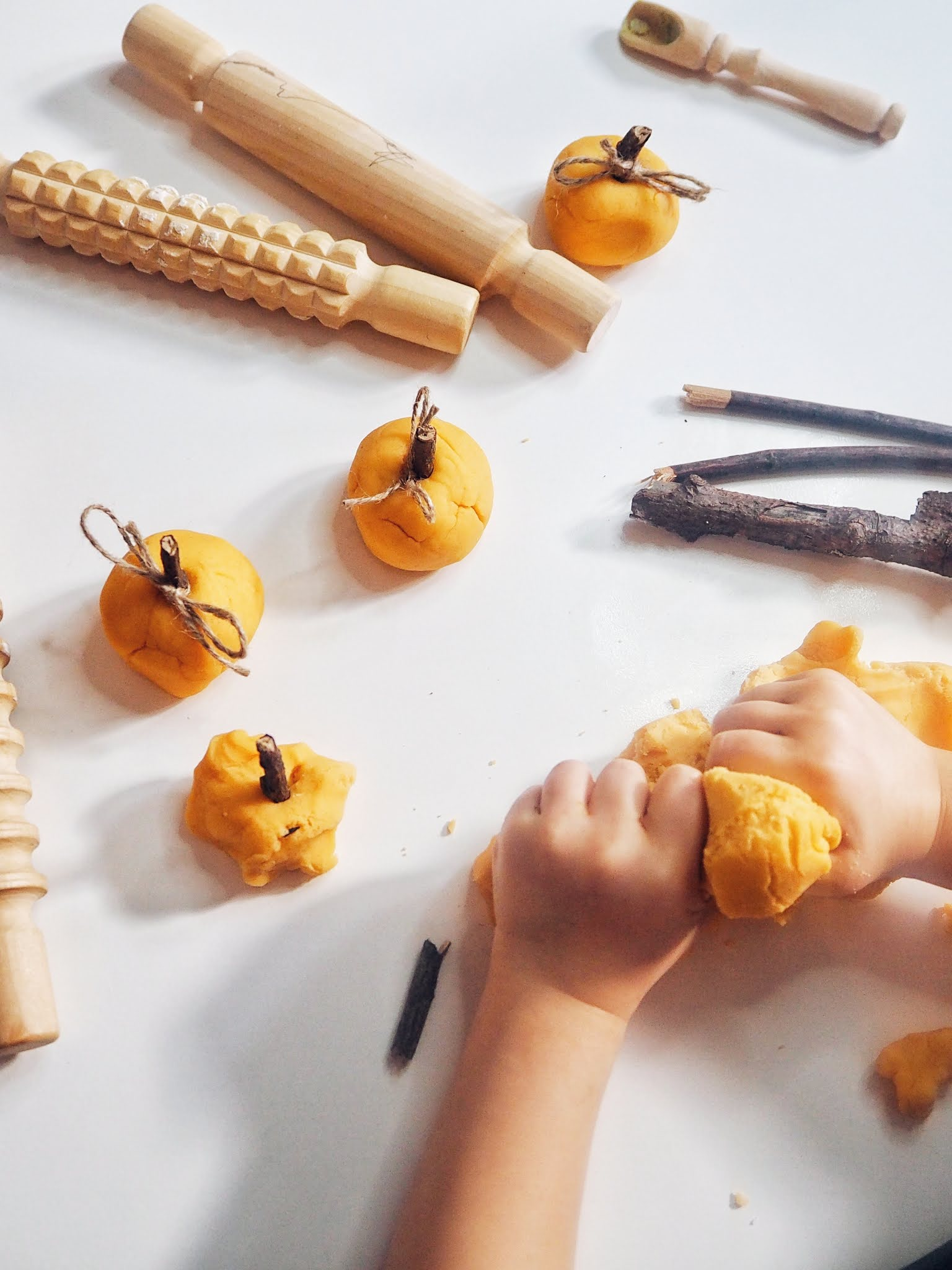 Halloween playdough DIY recipe