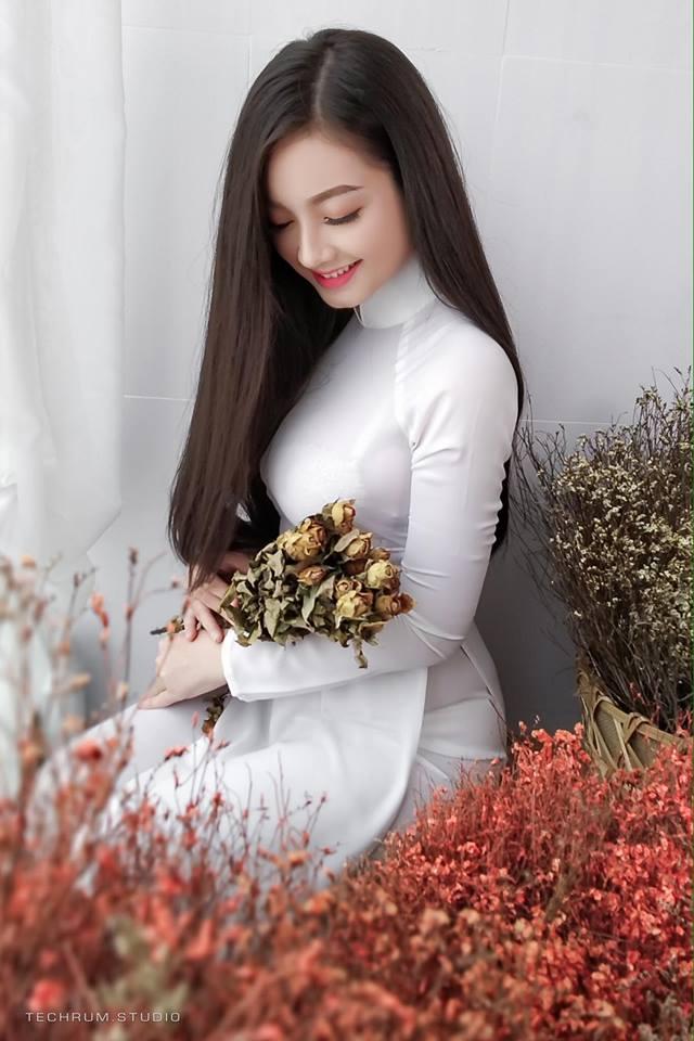 Xiêu lòng trước vẻ đẹp của thiên thần áo dài Việt Nam