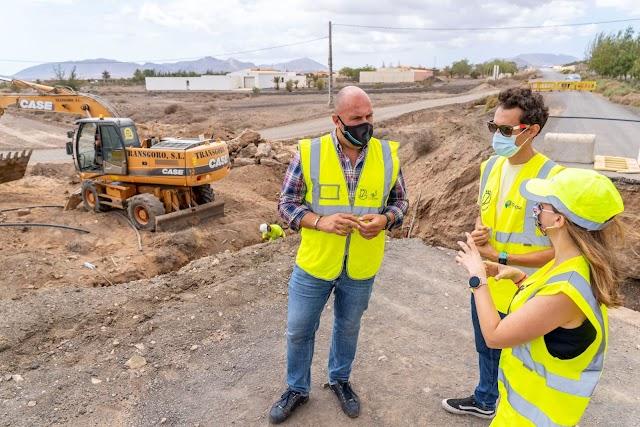 El Cabildo de Fuerteventura  mejora el drenaje del Camino Cañada de la Mata en Tuineje