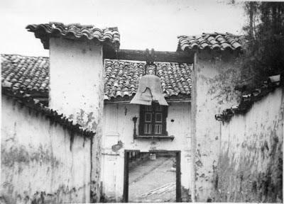 Delincuentes roban campana de antigua iglesia en Angasmarca
