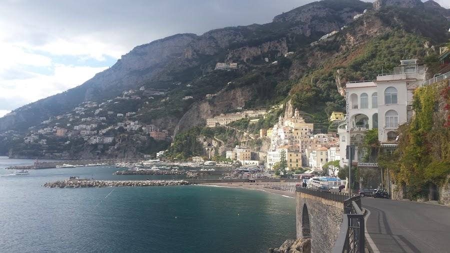 vista-panoramica-amalfi-escapada-costa-amalfitana-enlacima