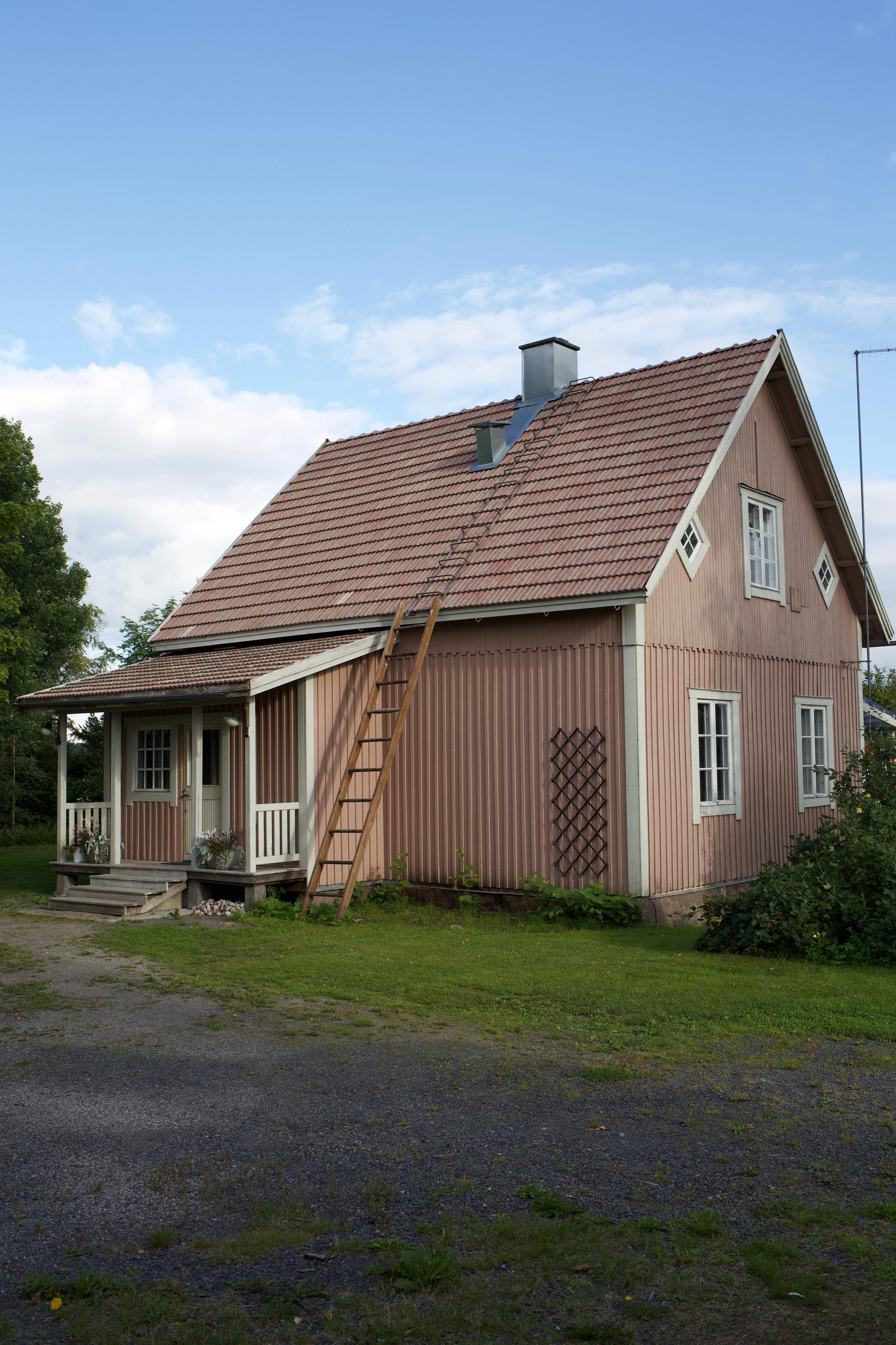 Kuistin rakentaminen vanhaan taloon.