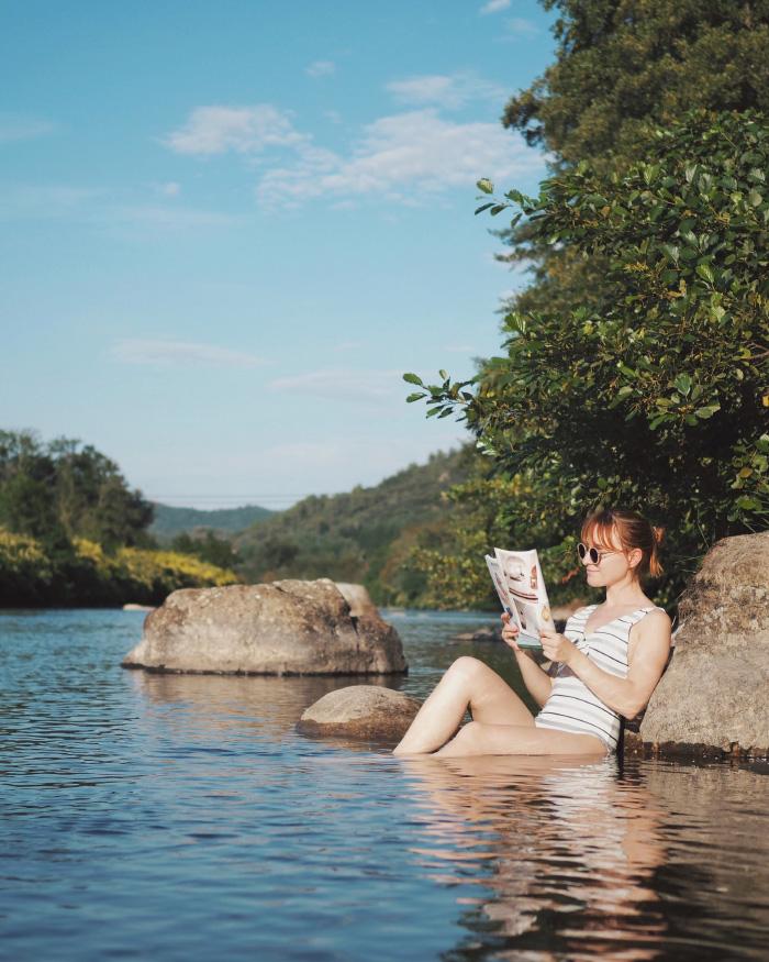 Baignade en rivière, en Ardèche, dans l'Eyrieux