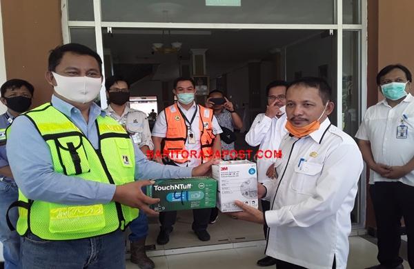 PT Adaro Indonesia Bersama Mitra Kerja Berikan 41 set APD Kepada RSUD Tamiang Layang