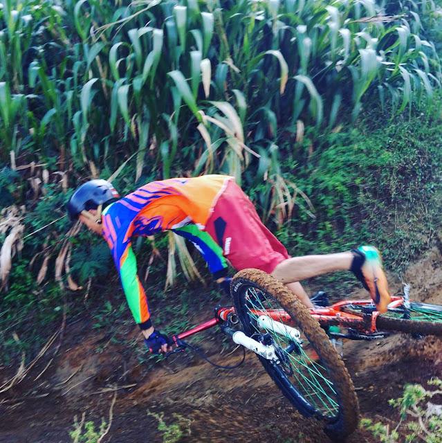 terjatuh dari sepeda