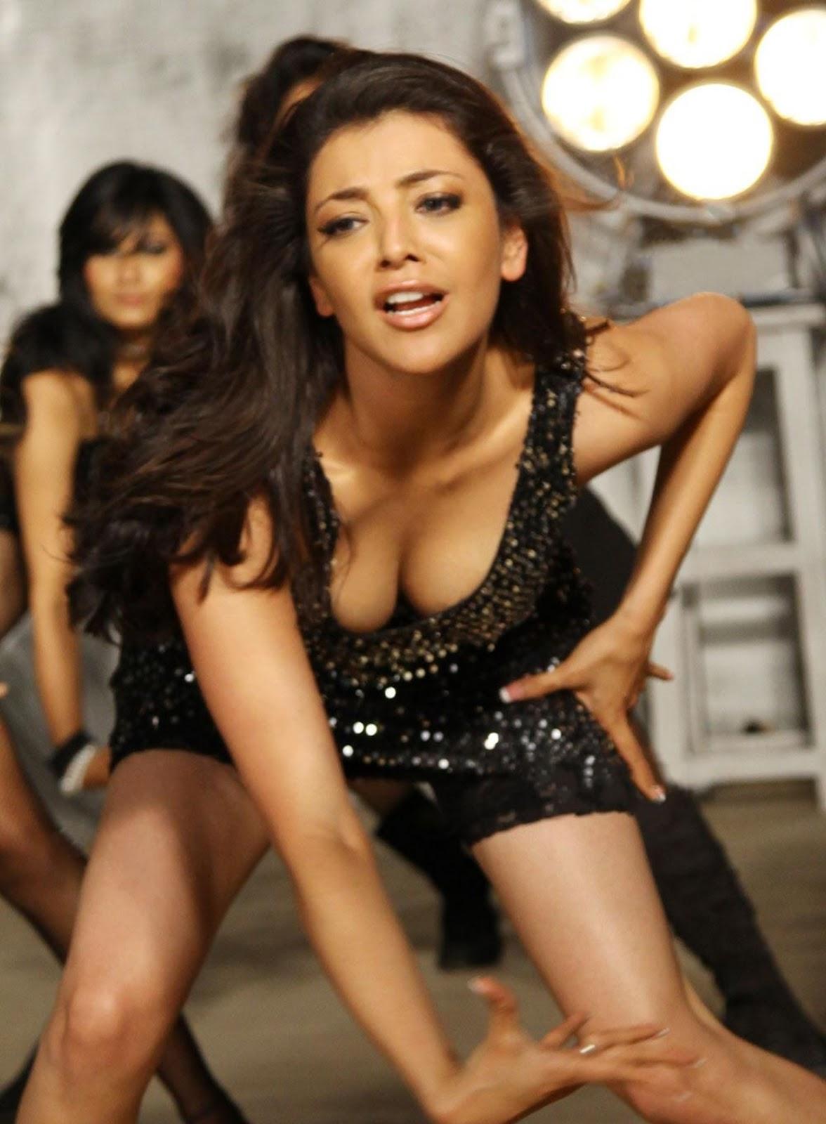 Kajal Agarwal Hot Cleavage Show In Dhada Movie  Inamikk-1604