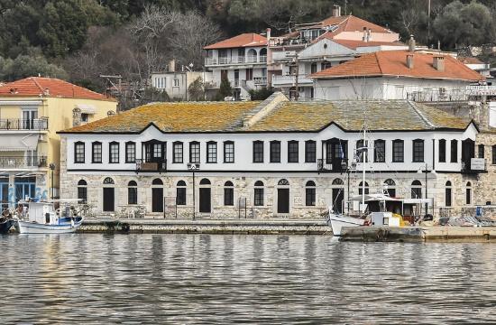 Άδειες για 2 πλωτές εξέδρες σε Θάσο και Στυλίδα