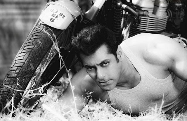 Saman Khan Cute Looking HD Wallpaper