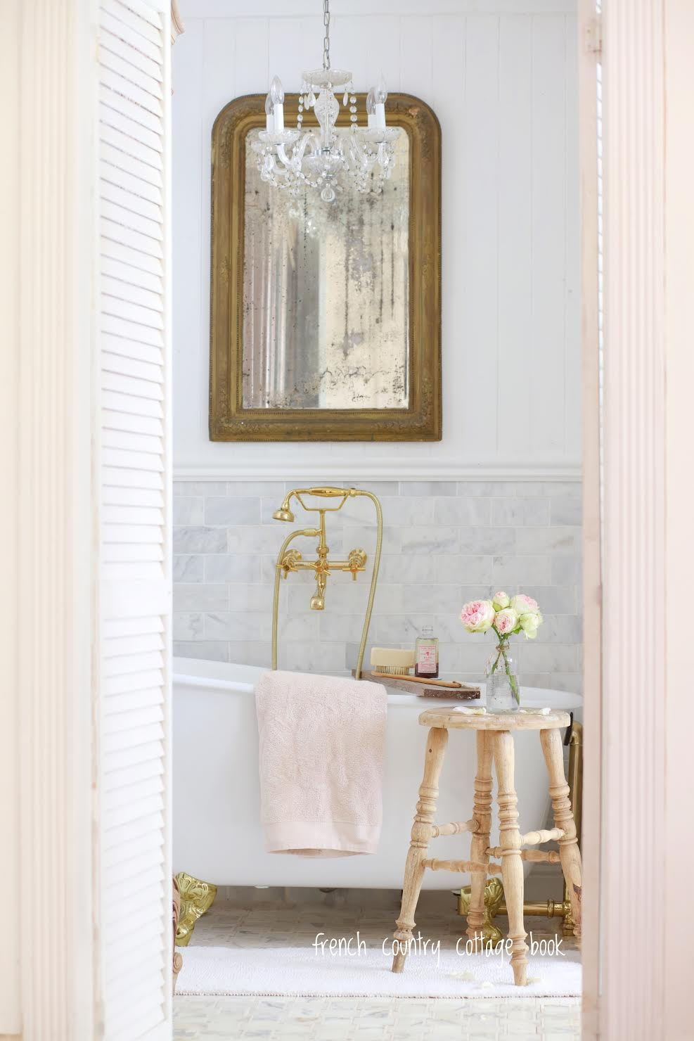 5 minute decorating- Five ways to style your bathroom for ...