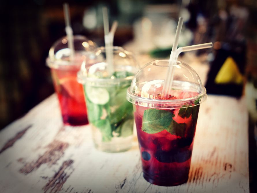street-bars-take-away-cocktails