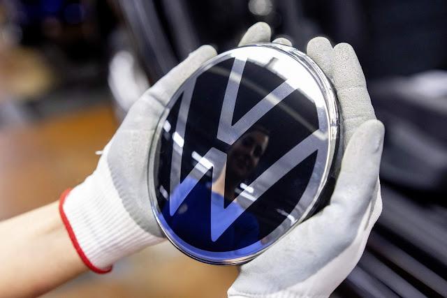 VW Golf Mk8 2020: fotos do carro na linha de produção