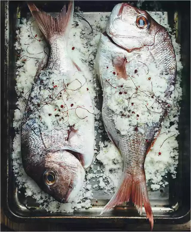 Fish baked in salt, pepper and chilli crust 3