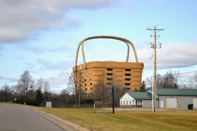 Найбільший кошик у світі. Офіс компанії Longaberger (World's Largest Basket, Newark, OH)