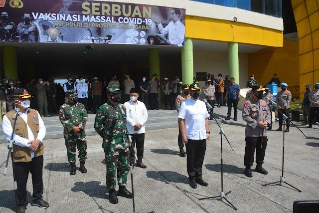 Pangdam III/Slw Dampingi Panglima TNI Tinjau Serbuan Vaksinasi Massal dan PPKM Darurat di Wilayah Bandung Raya