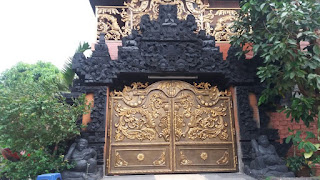 pintu gerbang tempa klasik model ukiran rumah Bali