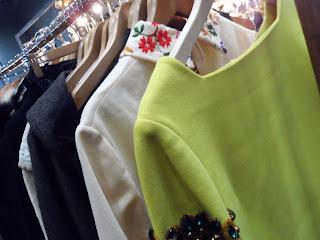 vestidos vintage en el desembalaje de bilbao
