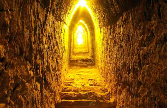 lorong dalam piramida