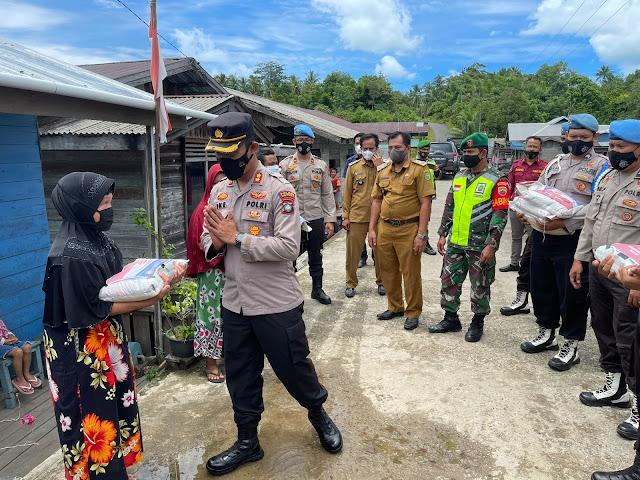 Kapolres Natuna bersama Kasi Propam Polres Natuna Menyambangi Masyarakat Desa Gajah dan Desa Cemaga Utara