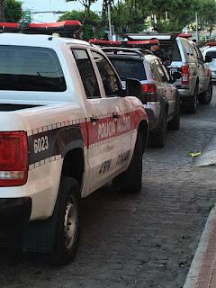 Policiais do 4º BPM realizam três prisões e apreendem moto com restrição