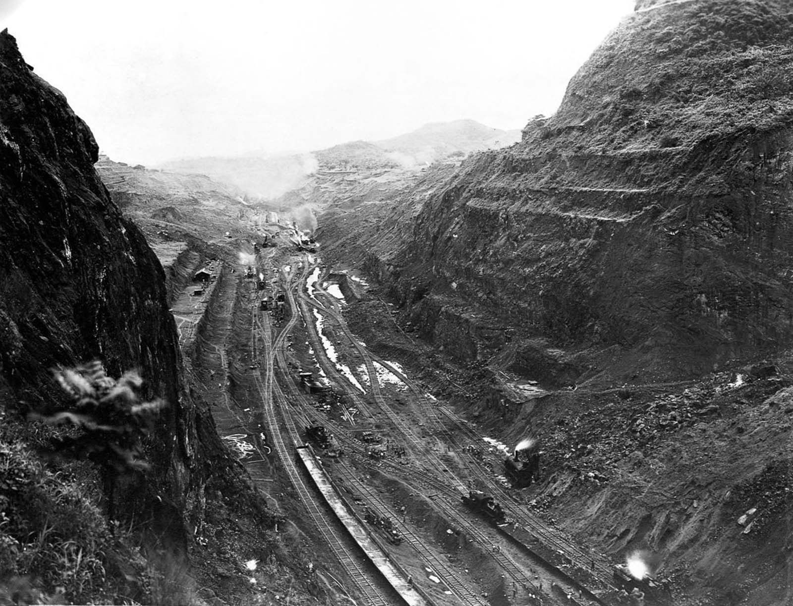 One of the deepest points of the Culebra Cut. 1913.