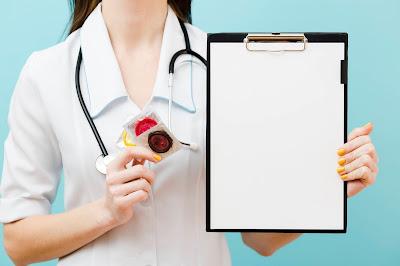 Doctora con condones