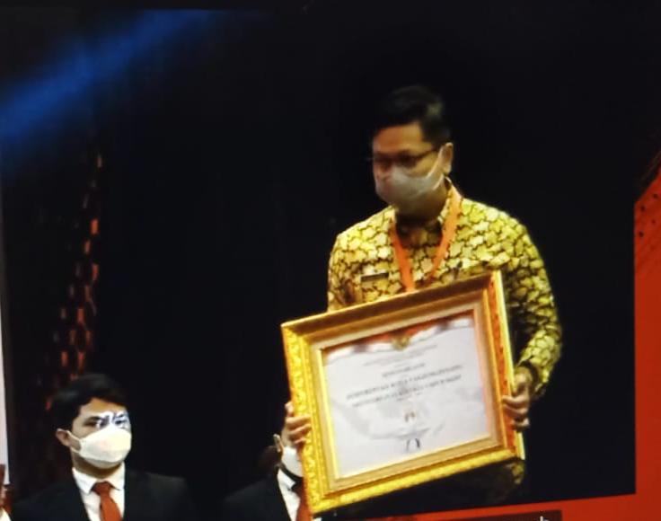 Sekdako Tanjungpinang Terima Penghargaan SAKIP Predikat BB dari Menteri PANRB