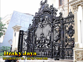 Contoh pintu gerbang dari besi tempa untuk rumah klasik