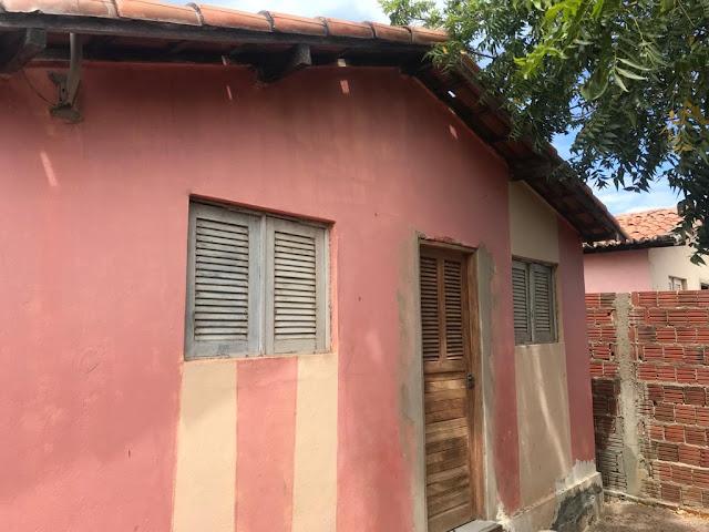 Vende-se uma casa no Conjunto Nestor Fernandes em Caraúbas, RN