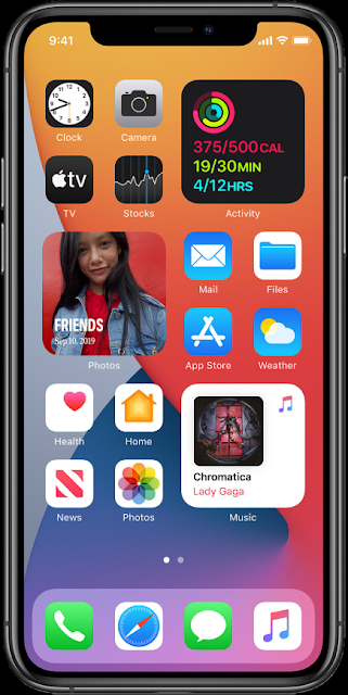 iOS 14 ホーム画面