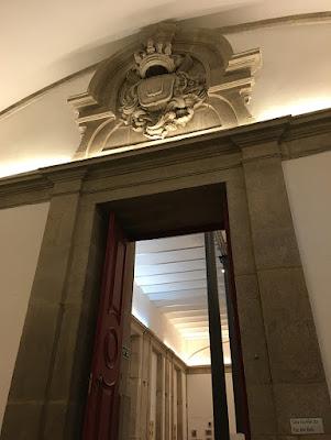 Porta do século 18 da parte interna do prédio