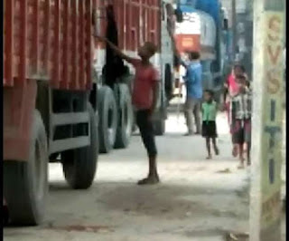 आरा में कोईलवर पुल पर अवैध वसूली का वीडियो वायरल; चार पुलिस जवान निलंबित, दो गिरफ्तार