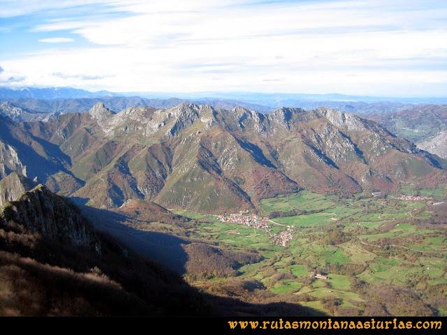 Ruta Cuyargayos: Vista de Soto de Agues desde la cima