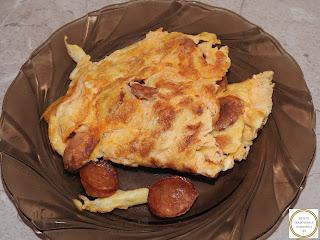 Omleta cu carnati picanti reteta,