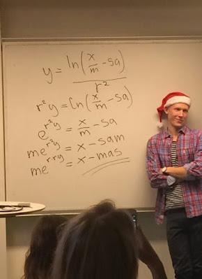 Frohe Weihnachten - Witzige Matheformel an Tafel