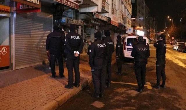 اسطنبول.. مخالفة بحق 19 شخص تجمعوا في مقهى رغم حظر التجول (صور)