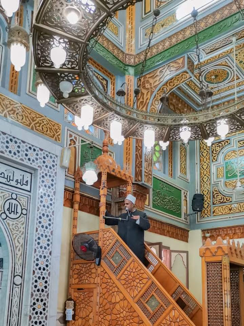 محافظ البحيرة يؤدي صلاة الجمعة بمسجد عطا بدمنهور