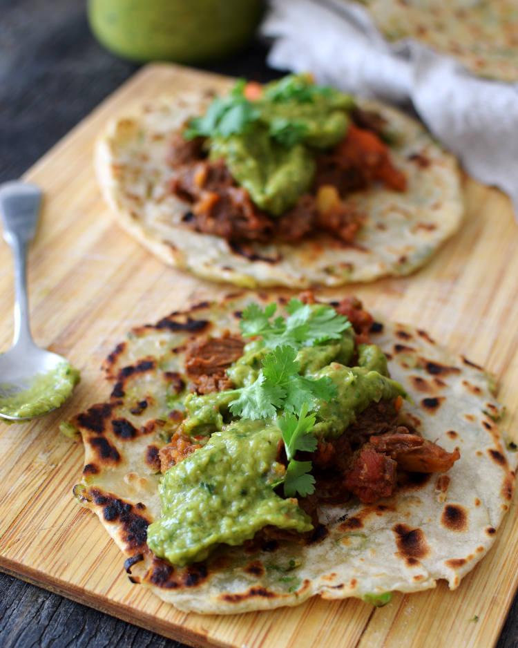 Agrega guasacaca en carnes, pollo, arepas, empanadas y mucho más