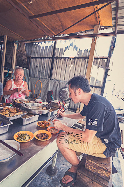 The Last Squatting Teochew Porridge in Penang at Jalan Magazine Georgetown
