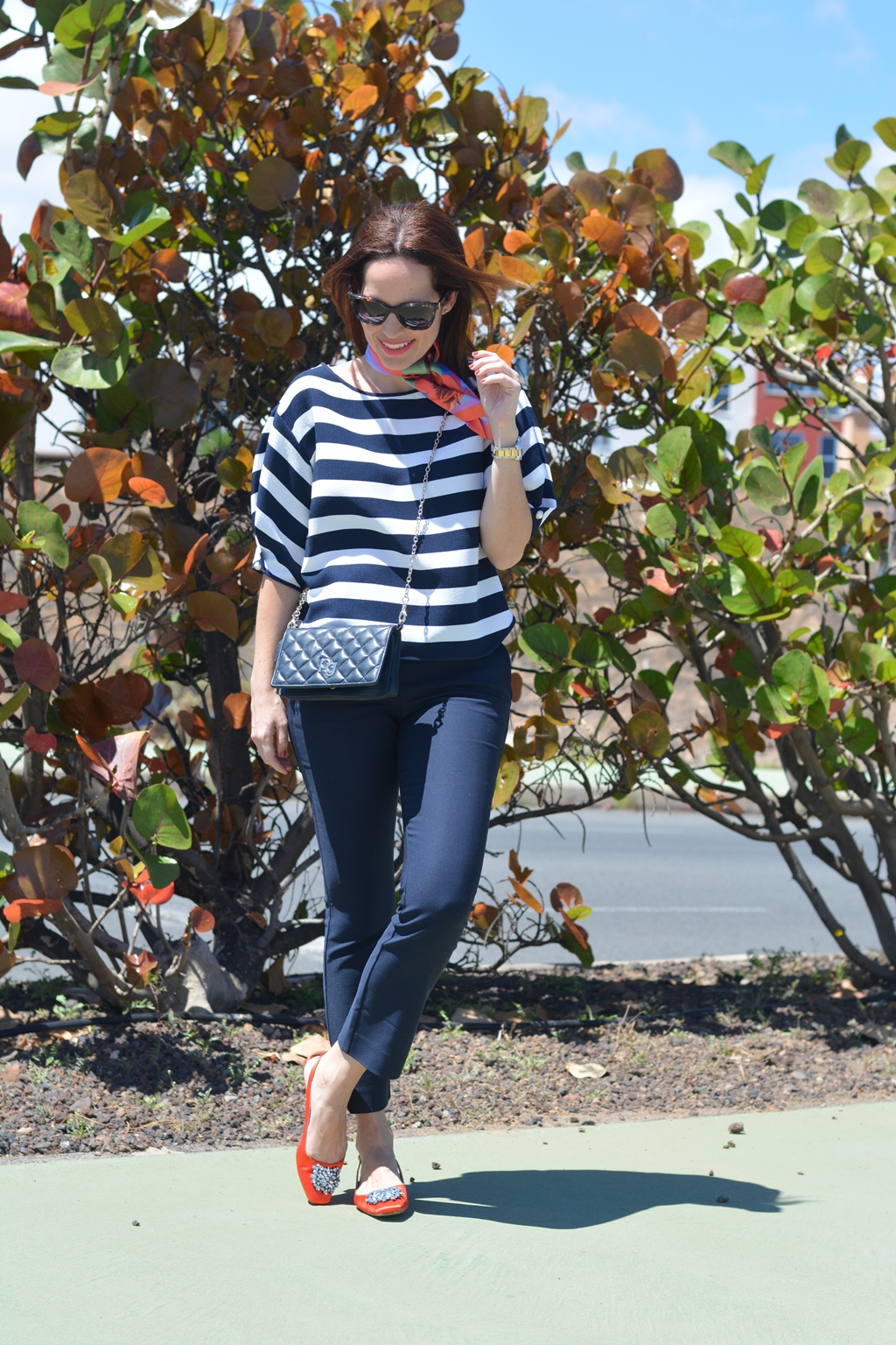 zara-navy-outfit-orange-look-streetstyle