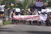 Ratusan Warga Terdampak Banjir Demo Kantor Kecamatan