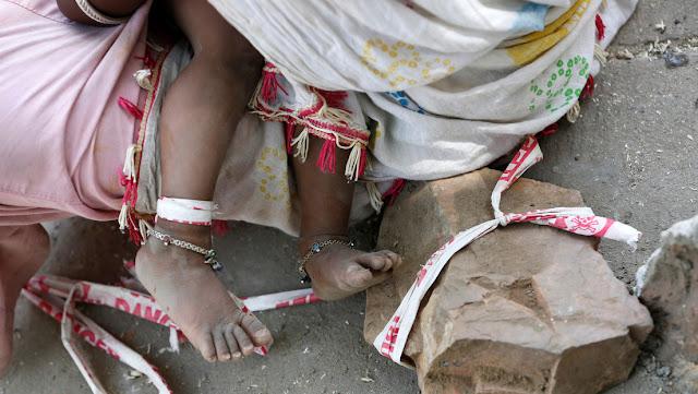 Entierran viva por error a una bebé recién nacida en la India