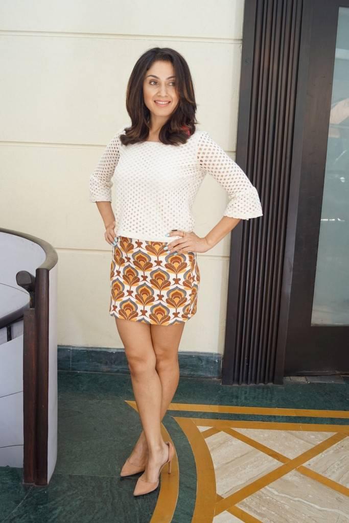 Manjari Phadnis Long Cross Legs Thighs Stills In Mini White Dress ❤
