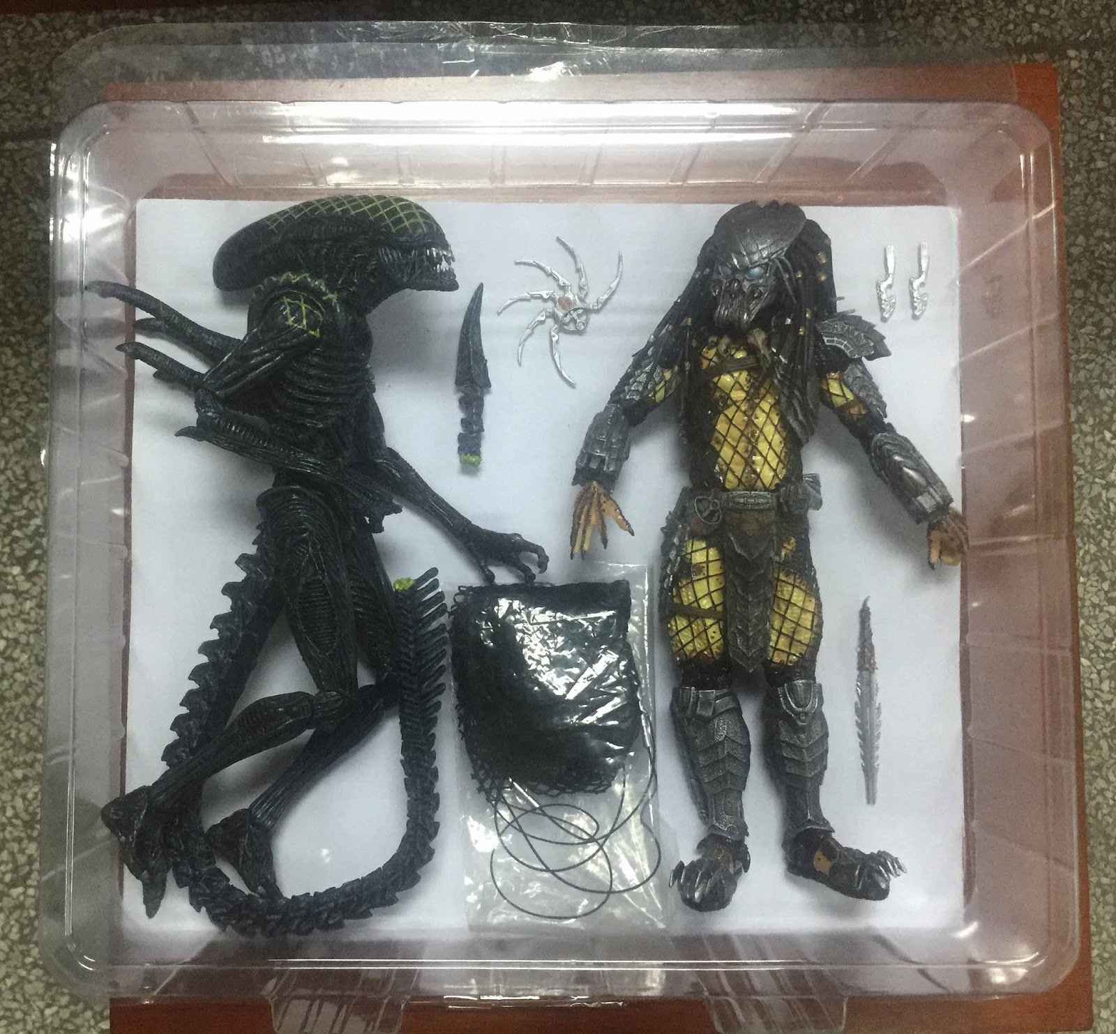 Predator Toys R Us : Infinite earths neca teases awesome new predator products