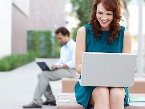 (BAHAYA) Sering Mangku Laptop Pas Ngerjain Tugas Bisa Mengganggu Kesehatan dan Masa Depanmu!