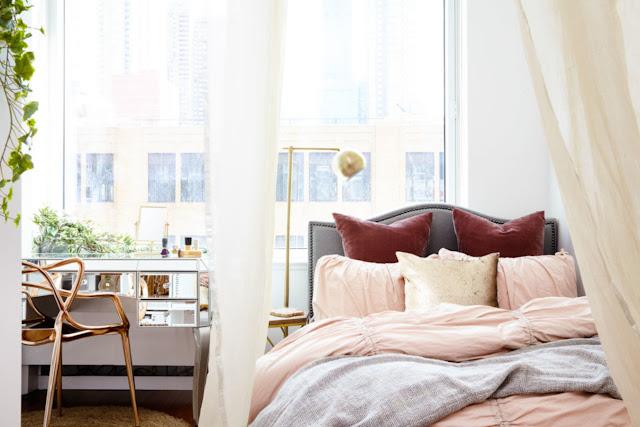 dormitor separat de perdea in garsoniera