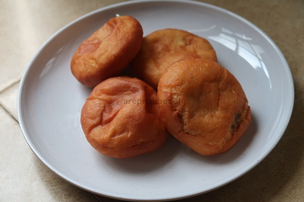 Selamat Tinggal Sardin Gulung, Hai Roti Goreng Inti Kacang Sedap