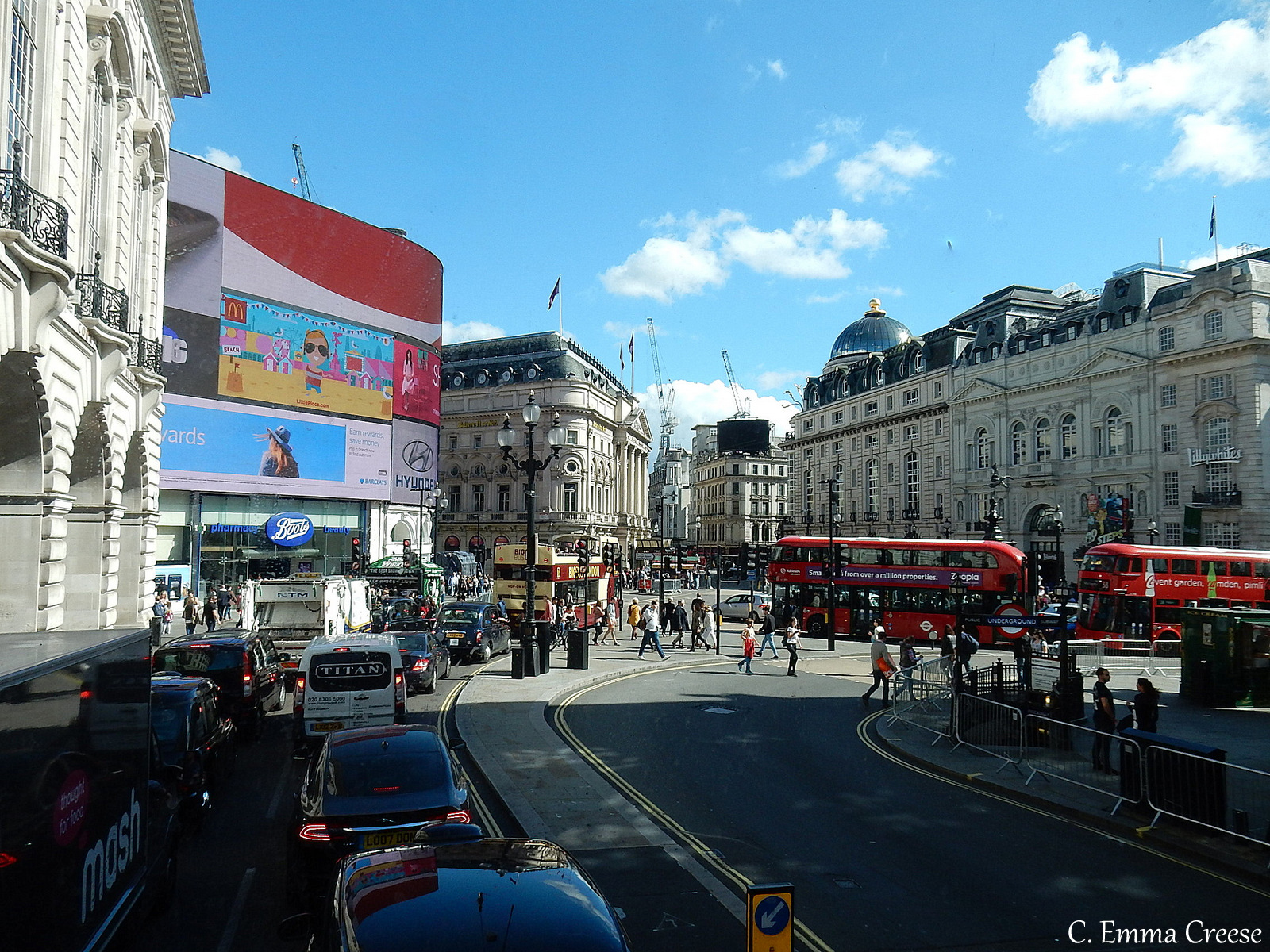 Things to do in London Picadilly Circus Adventures of a London Kiwi