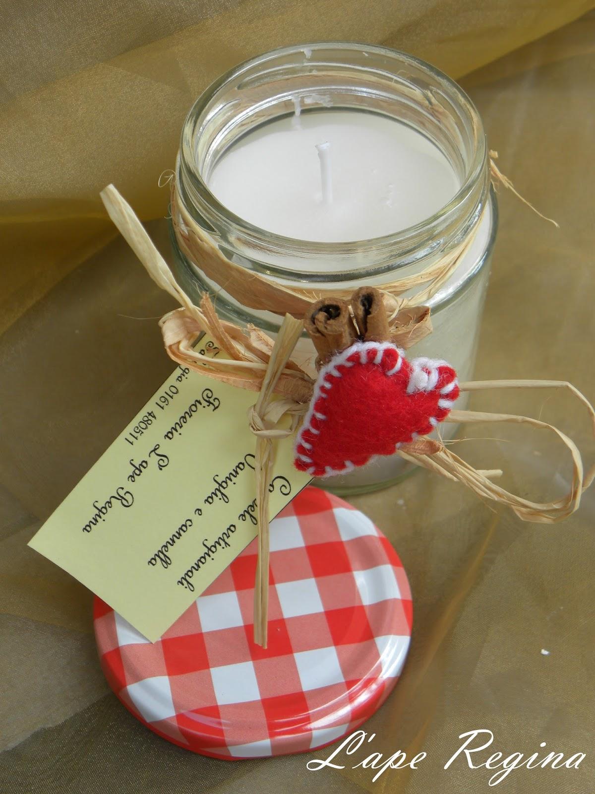 decorati con un bastoncino di cannella e un cuore di feltro rosso
