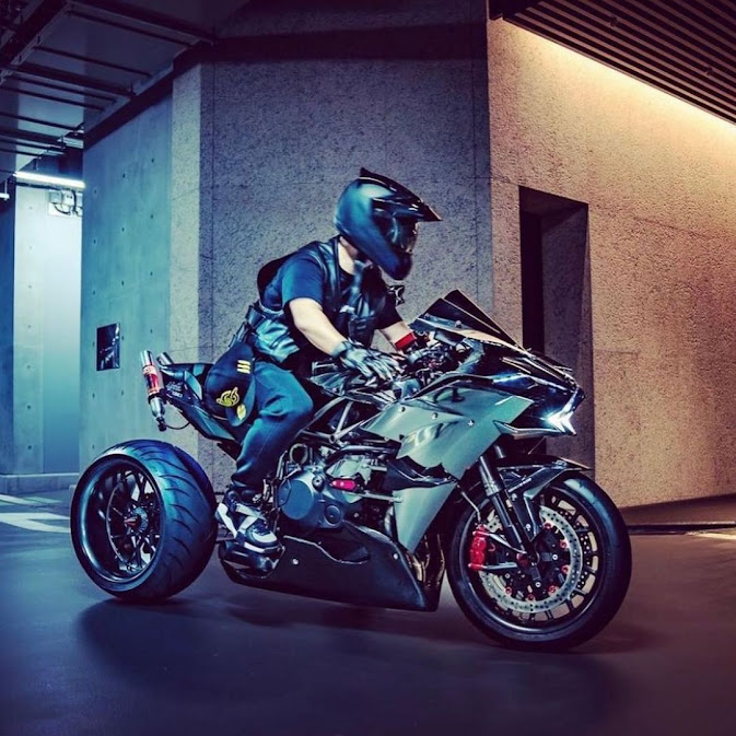 Too much is never enough - Nitrous equipped supercharged Kawasaki H2 drift bike.