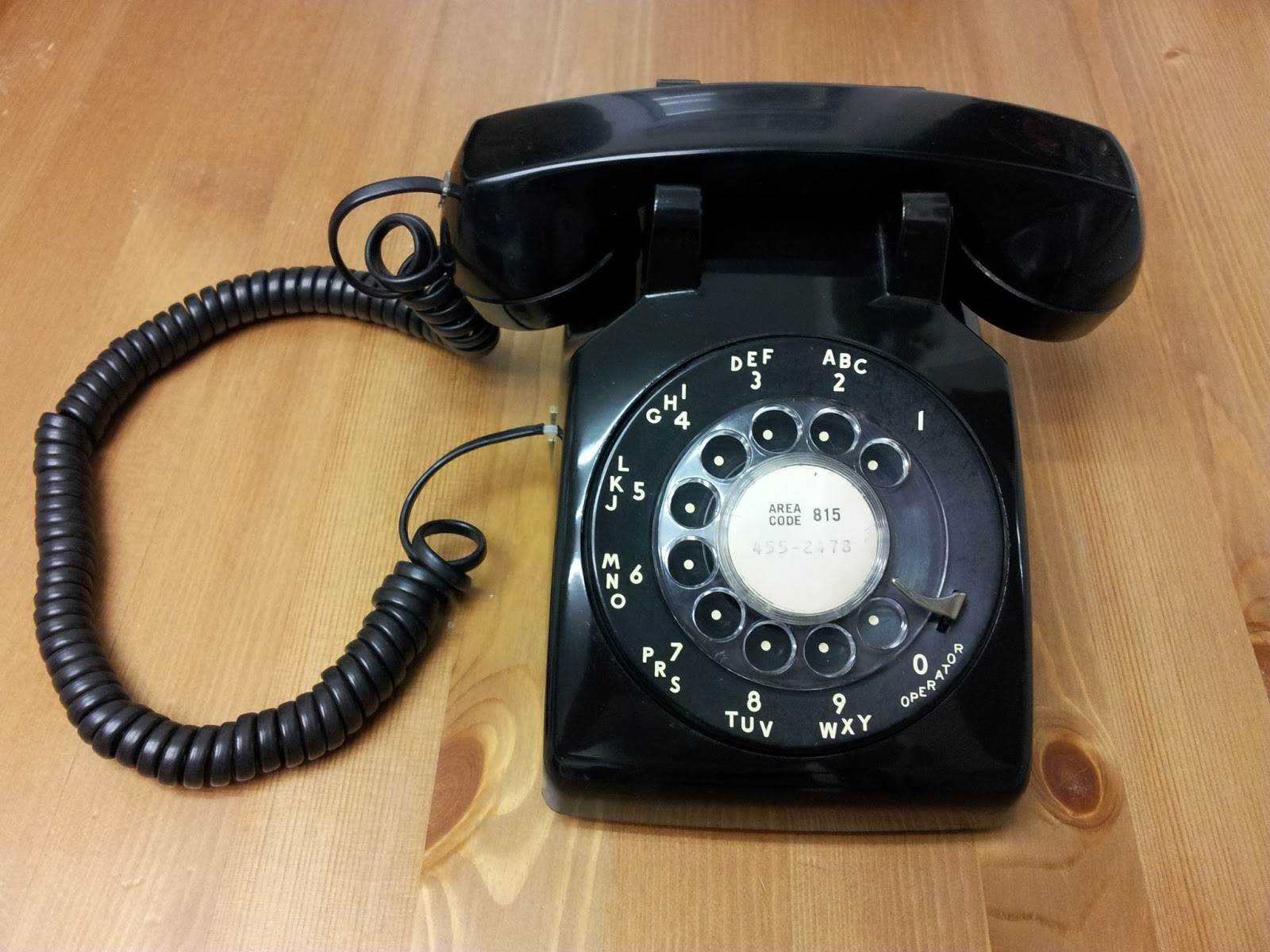 ironically rotary dial or pulse dial is actually digital protocol and is supposed to be closer relative to voip than modern push buttons phones  [ 1600 x 1200 Pixel ]
